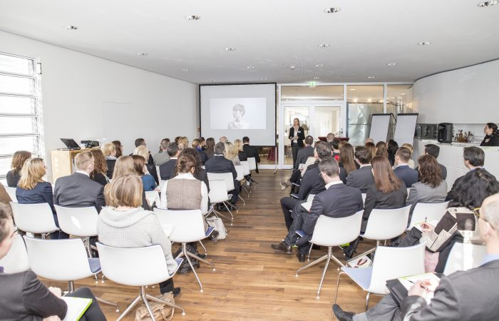 Ingrid Marold bei ihrem Vortrag des Ulmer HR-Kompetenzforums der Personalberatung MAROLD