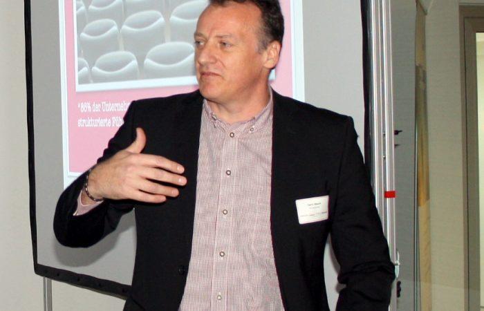 Gerrit Mauch von der Retencon AG bei seinem Vortrag des Ulmer HR-Kompetenzforums der Personalberatung MAROLD